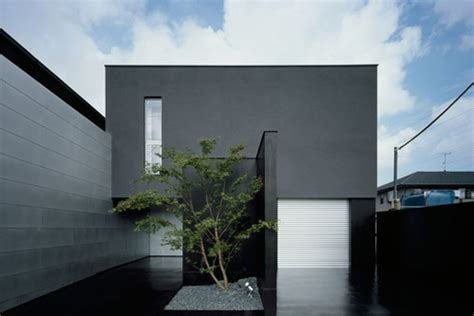 modern japanese house design with completely black exterior digsdigs