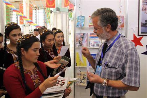 Professor studies spread of information in Turkmenistan