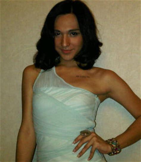 detikhot forum foto dena renaldy rachman artis indonesia yang transgender