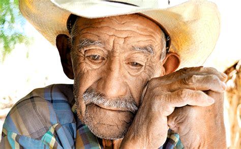 imagenes de amor viejitos depresi 243 n la amenaza para ancianos en asilos diario puntual