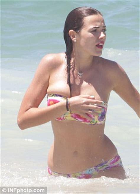Demi Harman Shows Off Healthy Curves On Bondi Beach Daily Mail Online