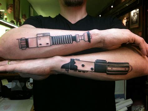 lightsaber tattoos dueling lightsaber arm tattoos geektyrant