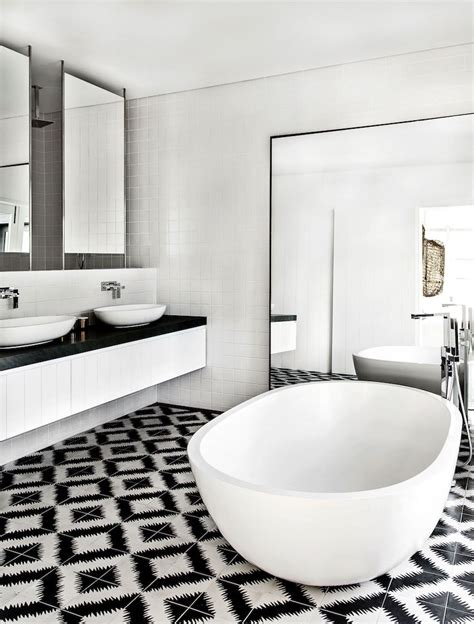 Black And White Tile In Bathroom by 10 Eye Catching And Luxurious Black And White Bathroom Ideas