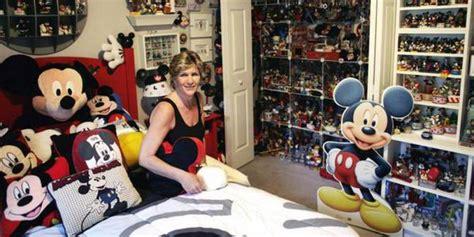 Mainan Bola Karet Mickey Mouse pecahkan rekor dunia koleksi mainan mickey mouse terbanyak merdeka