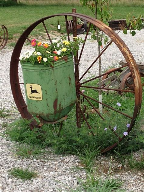 Planter Box And Wagon Wheel For The Love Of Wagon Wheels Wagon Wheel Planter