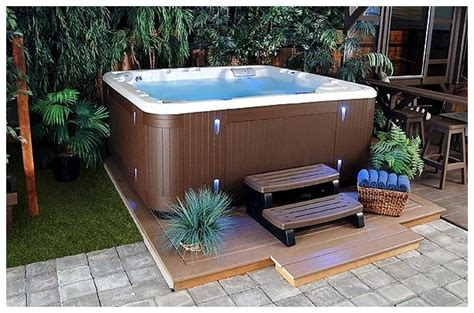 Patio designs with jacuzzi that can refresh your mind backyard patio