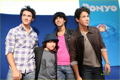 7 Reasons To The Jonas Brothers by They Say That Every 2 Out Of 3 Live Next To A