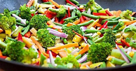 cuisiner brocolis a la poele les l 233 gumes po 234 l 233 s 224 l huile d olive sont meilleurs pour