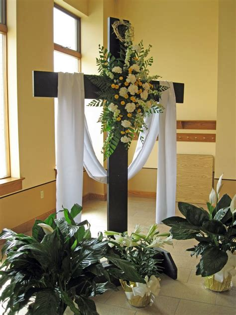 church decorating ideas 18 best images about church decorations on altar flowers altar decorations and the