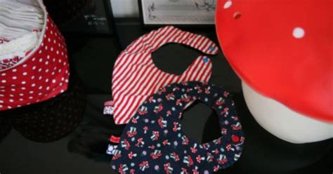 Bandana Baby Celyne patron gratuit diy bavoir bandana from minuscule infini diy and crafts and