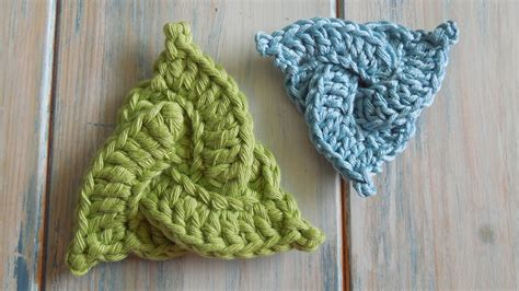 Knots Knitting On The Square - crochet how to crochet a celtic triangle yarn scrap