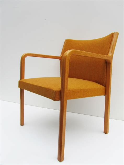 armchair retro best 25 vintage armchair ideas on pinterest armchairs