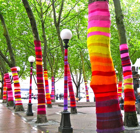 imagenes de intervenciones artisticas yarn bombing is the new graffiti but is that ok