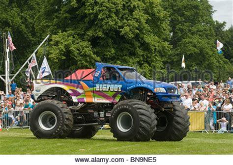of trucks crushing cars truck crushing cars bigfoot suv four by 4