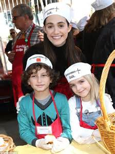 emmy rossum kids emmy rossum and melissa rivers hand out thanksgiving