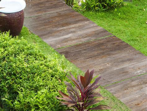 piastrelle in legno per esterni il pavimento fuori di casa cose di casa