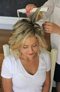 best way to create soft waves in shoulder length hair how to beach waves for short hair style little miss momma