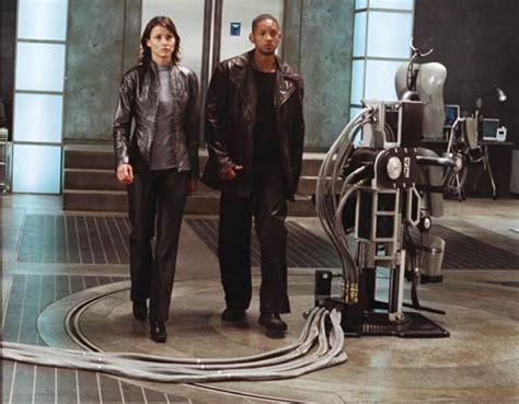 robot film review i robot movie review motor trend