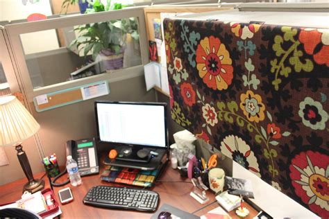 office cube ideas group 1 vote for me in rosi s cubicle decorating contest