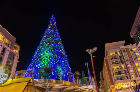 when is the christmas tree lighting 2017 christmas at national harbor 2017