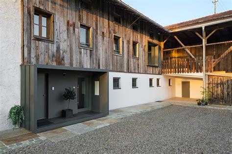 scheune in wohnung umbauen umbau einer bauernhoftenne in ein wohnhaus mit arztpraxis