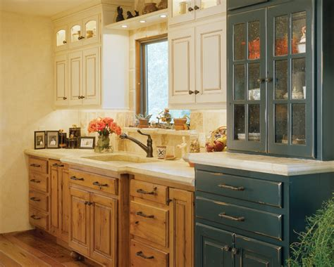 Rustic Country Kitchen Cabinets by Rustic And Country Kitchens Traditional Kitchen