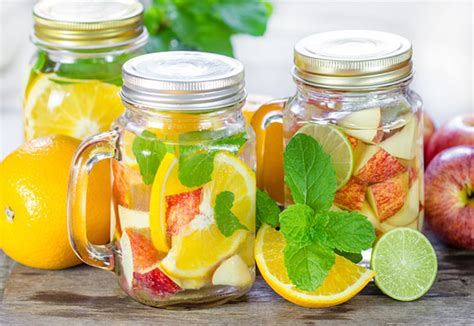 cara membuat infused water dengan jeruk resep infused water lemon apel jeruk nipis dan mint