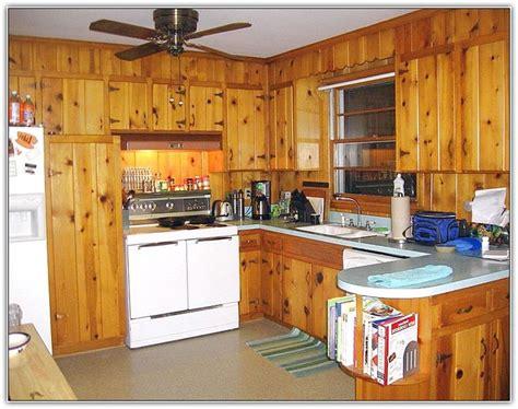 How To Paint Pine Kitchen Cupboards by 1000 Ideas About Pine Kitchen On Knotty Pine