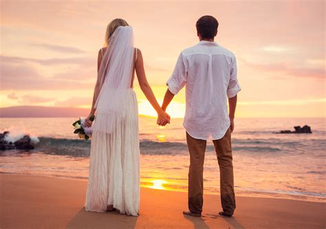 new married couple wallpaper hd wedding couple love beach wallpapers new hd wallpapers