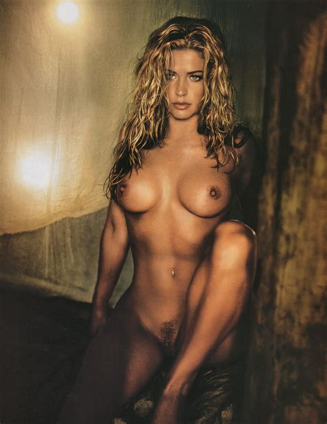 Kristy Swanson Celebrity Picture Gallery