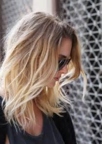 Pretty ombre waves for shoulder length hair via