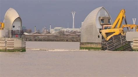 thames barrier bbc bitesize flood defences how prepared is uk for storms bbc news