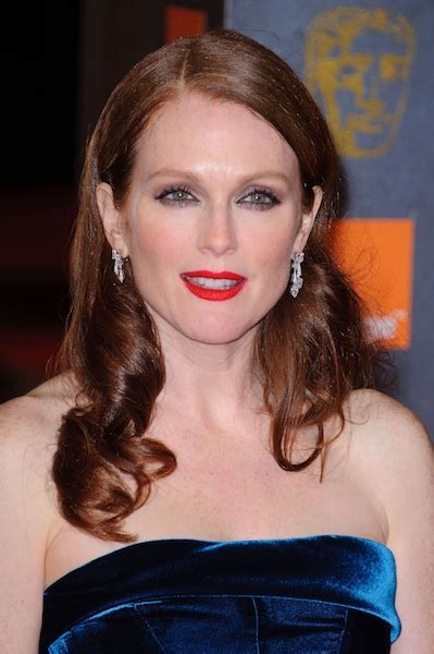 julianne moore curly hair curly hairstyles curly hair angled curls