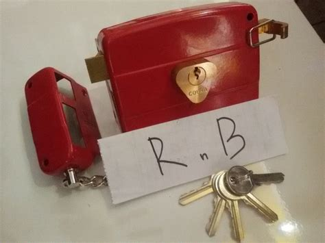 Kunci Besi jual kunci otomatis untuk pintu besi cobra merah r n b