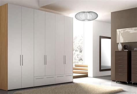 maniglie in legno per armadi armadio con maniglie in alluminio per camere da letto