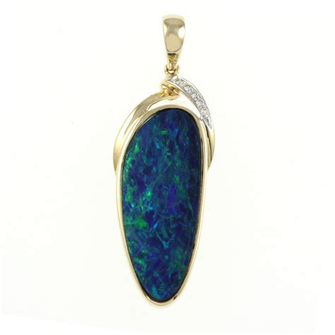 14ct yellow gold 7 71ct rubover large opal doublet pendant