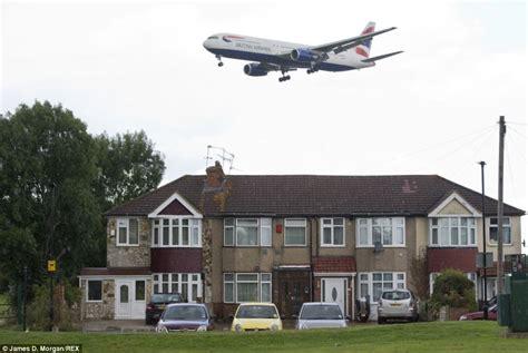military planes flying over my house rợn người xem phi cơ bay s 225 t m 225 i nh 224 ở london