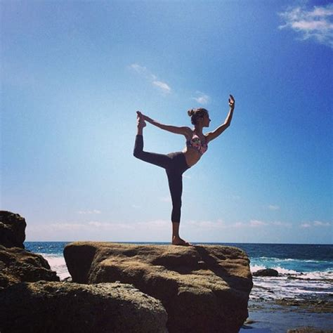 imagenes libres de yoga the best instagram photos of celebrities in yoga poses