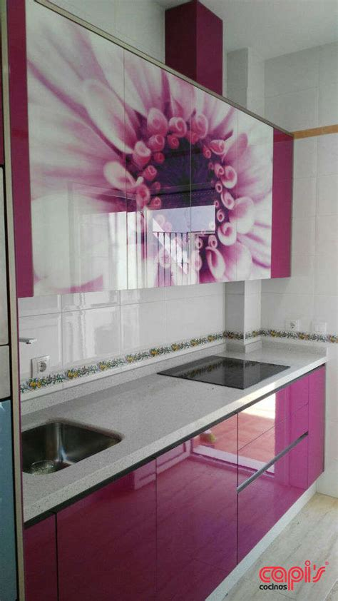 cocina fucsia cocina con dise 241 o floral cocinas capis dise 241 o y