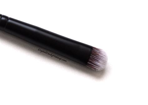 Rodial The Eye Smudge Brush makeup review swatches la gamme de
