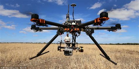 Drone With Kamera photographer captures aerial the serengeti with drone daily mail