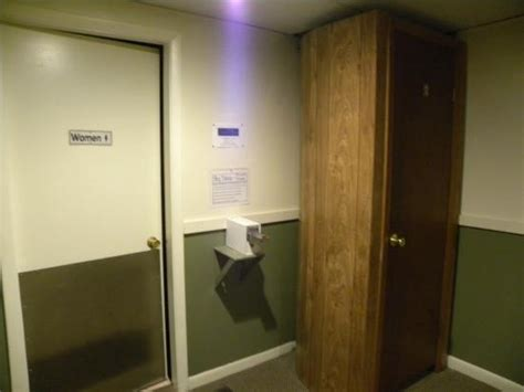 bathroom door locked itself photo0 jpg foto di econolodge inn suites tilton