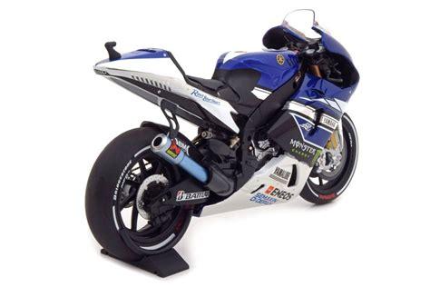 Diecast Miniatur Motogp Yamaha 2012 Jorge Lorenzo Skala 1 18 Maisto yamaha yzr m1 moto gp 2013 jorge lorenzo minichs