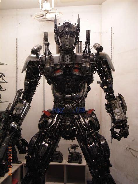 Oleh Oleh Pajangan Replika Dari Amerika 1 faiz rahman replika transformers dibuat dari bahan