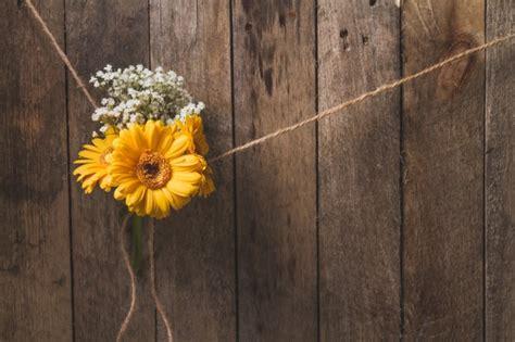 imagen de fondo de madera foto gratis fondo de madera con flores atadas descargar fotos gratis