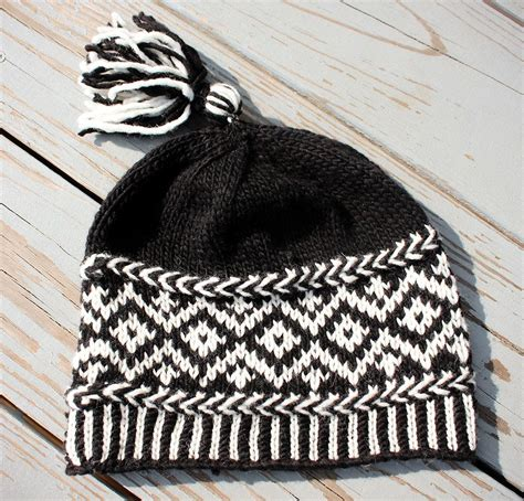 Black And White Knit Hat Pattern | black and white knitting the latest trend in knitwear