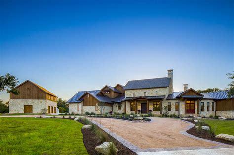 35 unique texas farmhouse homes new take on texas farmhouse austin custom home builders