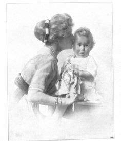 gerarda en la peluquera 8467733349 dona gerarda with her great grandmother her father s grandmother infante eulalia gerarda and