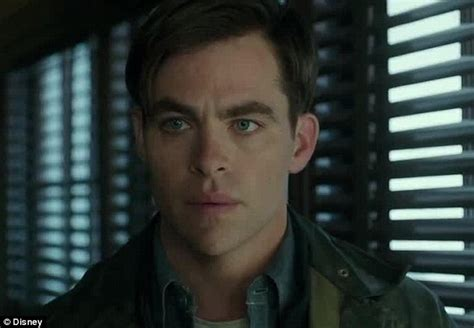 chris pine the finest hours is like a studio film from chris pine embarks on heroic rescue mission in the finest