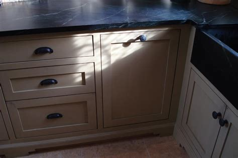 shaker style drawers and cup pulls
